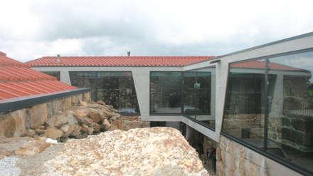 Espaço Exterior: Casas unifamilares  por Eurico Soares Teixeira Arquiteto - Unipessoal, Lda