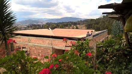 LA CAMPERONA : Casas de estilo rural por GRUPO ARBITEK S.A.S