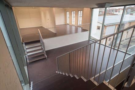 Aufstockung Ateliergebäude Berlin Weissensee:  Treppe von sophisticated architecture