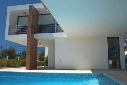 Moradia Unifamiliar: Piscinas de jardim  por PRX Gabinete de Arquitectura, Lda