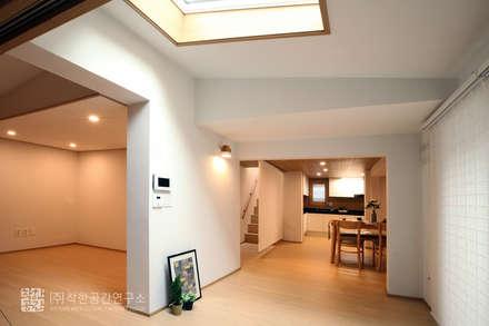 누하동 주택 리모델링: 주식회사 착한공간연구소의  다이닝 룸