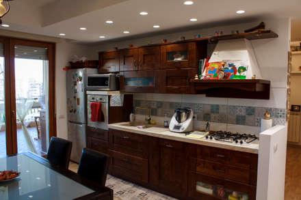 PostoOperam_CUCINA: Cucina in stile in stile Classico di DivenendoArchitettura