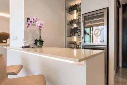 Design & Build: Melrose Condominium: modern Dining room by erstudio Pte Ltd