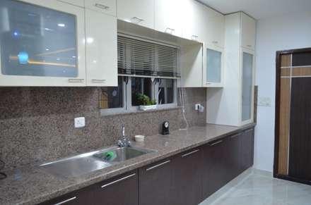 CLASSY DUPLEX HOUSE: modern Kitchen by Vdezin Interiors