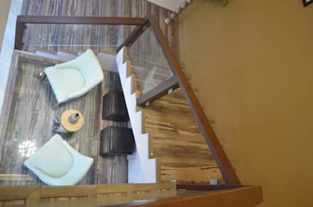 CLASSY DUPLEX HOUSE:  Stairs by Vdezin Interiors