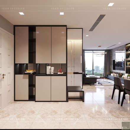 Căn hộ phong cách hiện đại: Không gian sống hoàn hảo cho gia đình bận rộn!:  Cửa ra vào by ICON INTERIOR