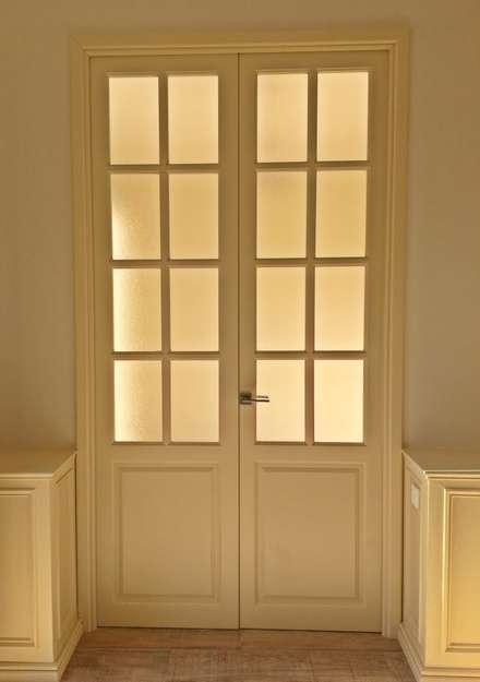 Puertas de estilo  por Estudio Ortolá Arquitectos