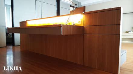Working Table (on Bedroom):  Ruang Kerja by Likha Interior