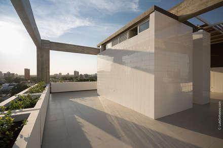 : Terrazas de estilo  por Design Group Latinamerica