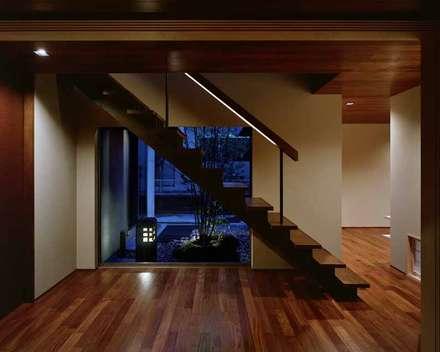 U2-house「地平線の家」: Architect Show co.,Ltdが手掛けた階段です。