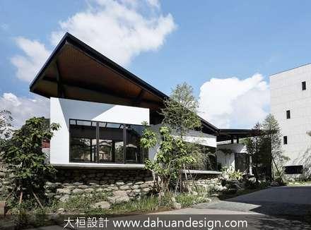 大桓建築設計 | 台中 | 藏峰:  別墅 by 大桓設計顧問有限公司