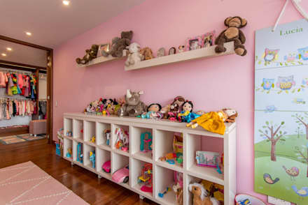 classic Nursery/kid's room by ARCE S.A.S