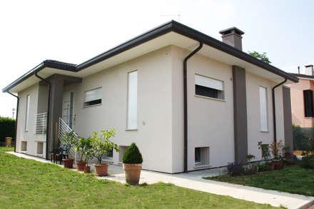 Prospetto sud: Case in stile in stile Moderno di studio arch sara baggio