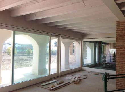 Sala da pranzo: Sala da pranzo in stile in stile Rustico di studio arch sara baggio
