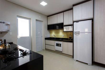 وحدات مطبخ تنفيذ Arquiteta Carol Algodoal Arquitetura e Interiores