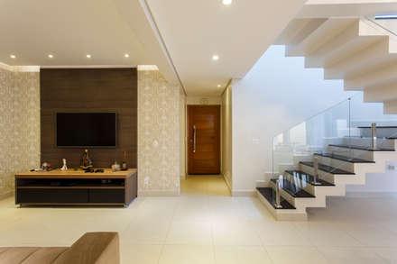 Stairs by Arquiteta Carol Algodoal Arquitetura e Interiores