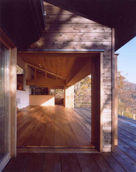 Lantai by 中庭のある家|水谷嘉信建築設計事務所