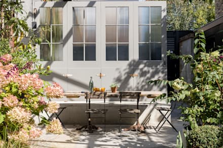 Jardines de estilo industrial por Imperfect Interiors
