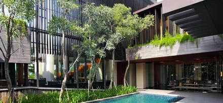 Permata Buana Residence:  Taman by Jati and Teak