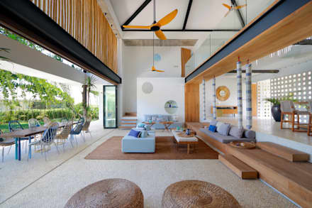 Seascape villa Living room : tropical Living room by Word of Mouth House