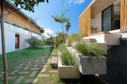Seascape Villa  Guesthouse : tropical Houses by Word of Mouth House