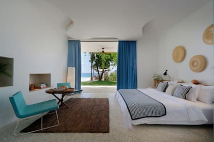 Seascape Bedroom : tropical Bedroom by Word of Mouth House