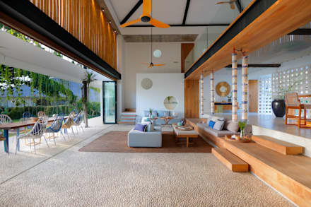Seascape Living room : tropical Living room by Word of Mouth House