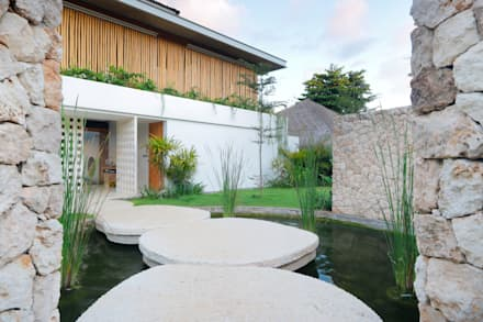 Seascape Villa Entrance : tropical Houses by Word of Mouth House