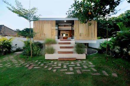 Seascape Guesthouse: tropical Houses by Word of Mouth House