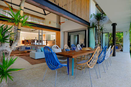 Seascape : tropical Dining room by Word of Mouth House