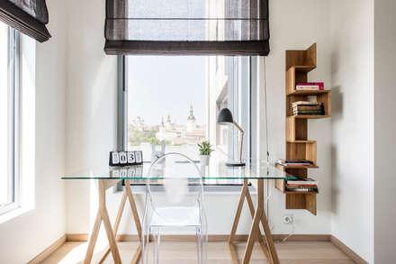 Helles Arbeitszimmer skandinavisch: skandinavische Arbeitszimmer von Baltic Design Shop