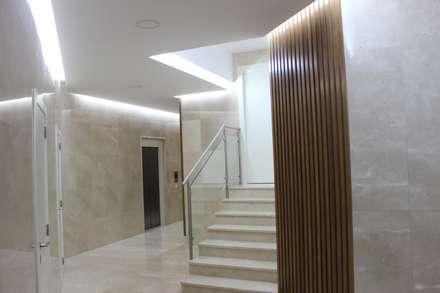REFORMA DE ZAGUÁN  : Escaleras de estilo  de AQ ARQUITECTURA