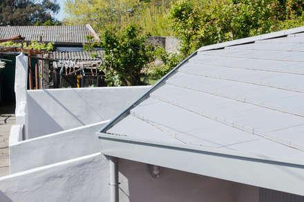 Garden House: Telhados  por Contexto ®
