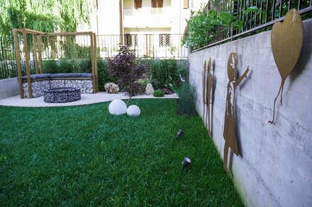 STREET GARDEN: Giardino Zen in stile  di AbitoVerde