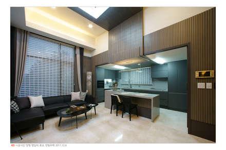 오동나무 원목루버  양평 전원주택 인테리어 /  채널18루버  그레이: 케이디우드테크 의  벽