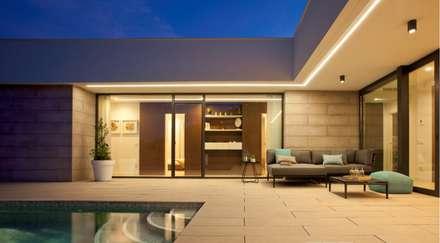 exterior : Casas de estilo mediterráneo de TRAZOS D´INTERIORS