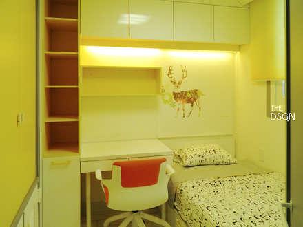 옐로 포인트의 아이방: 더디자인 the dsgn의  어린이용 침실