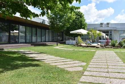 CHOCA DO MAR - JARDIM DA CANEIRA: Locais de eventos  por Jardins e Exteriores - Arthur Pereira - Arqto. Paisagista