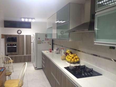 Remodelación Cocina La Molina: Cocinas de estilo moderno por YR Solutions