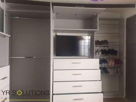 Implementación Closet: Closets de estilo moderno por YR Solutions