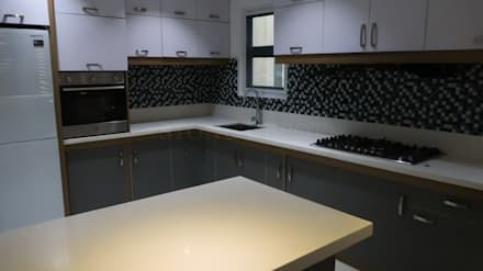 Diamond Dust Quartz Kitchen Countertop at Guadalupe Village, Davao City: modern Kitchen by Stone Depot