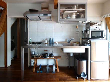 Muebles de cocinas de estilo  por 志田建築設計事務所