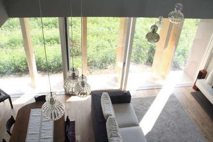 VILLA IN LEGNO  REGGIO EMILIA: Casa di legno in stile  di CasaAttiva