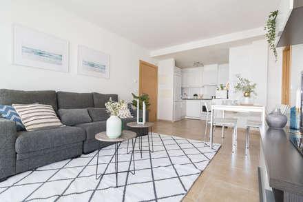Home Staging en Salón: Salones de estilo escandinavo de Become a Home