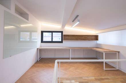 BLANK FACTORY: AAPA건축사사무소의  서재 & 사무실
