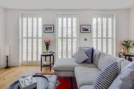 Full Height Shutters in the Living Room: classic Living room by Plantation Shutters Ltd