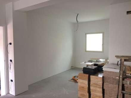 Sala da pranzo: Ingresso & Corridoio in stile  di studio arch sara baggio