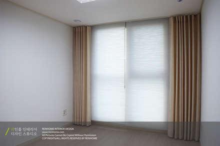 modern Media room by 리인홈인테리어디자인스튜디오