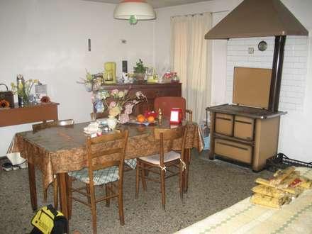 Sala da pranzo: Sala da pranzo in stile In stile Country di studio arch sara baggio