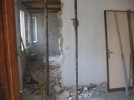 Demolizioni zona giorno: Sala da pranzo in stile In stile Country di studio arch sara baggio